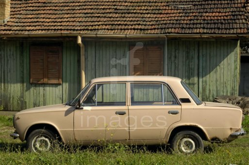 Old-Lada-Russian-car-Tryavna